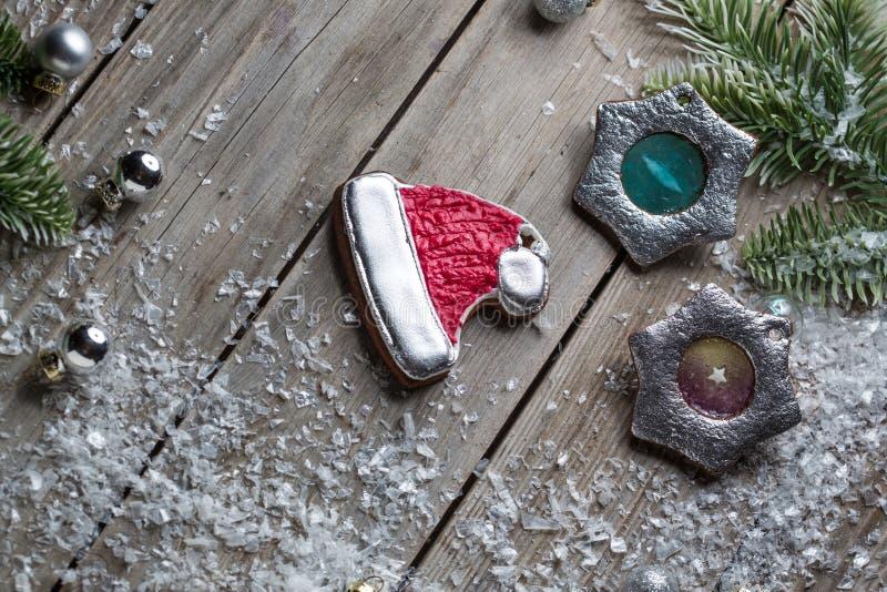 För ljust rödbrun bakgrund för tabell för timmer brödkakor för jul gammal för diagrammet och rengöringsdukdesignen, modernt enkel royaltyfri bild