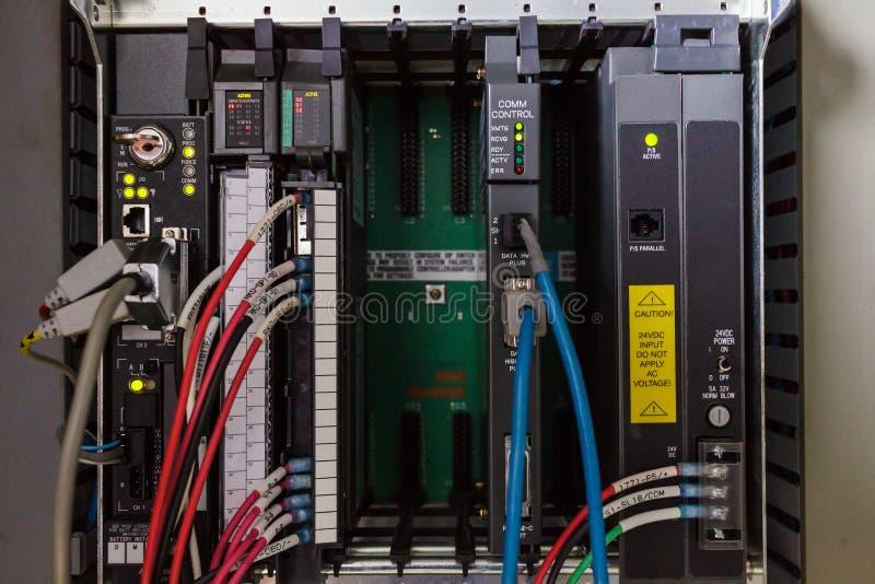 För logikkontrollant för PLC programmerbar ask arkivbild