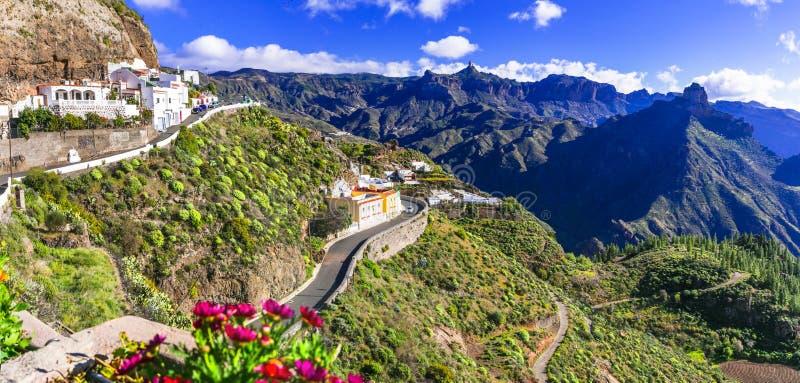 By för mäktigt Artenara - Gran Canaria högst berg Storslagen kanariefågel, kanariefågelöar av Spanien royaltyfria foton