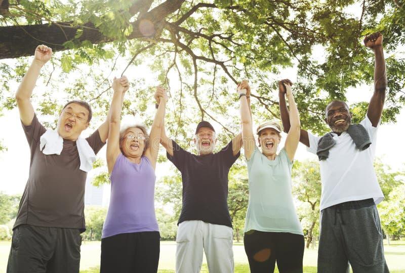 För möte för Wellbeingpensionär upp pensionerat begrepp för genomkörare royaltyfri fotografi
