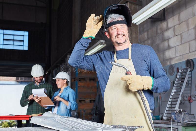 För man metallarbetare så som yrke royaltyfri bild