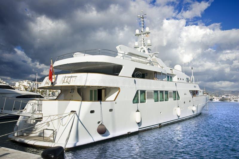 för marbella för banus lyxig spain puerto yatch fotografering för bildbyråer