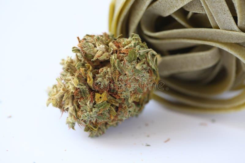 För marijuanakakor för torr cannabis medicinsk mat arkivbild