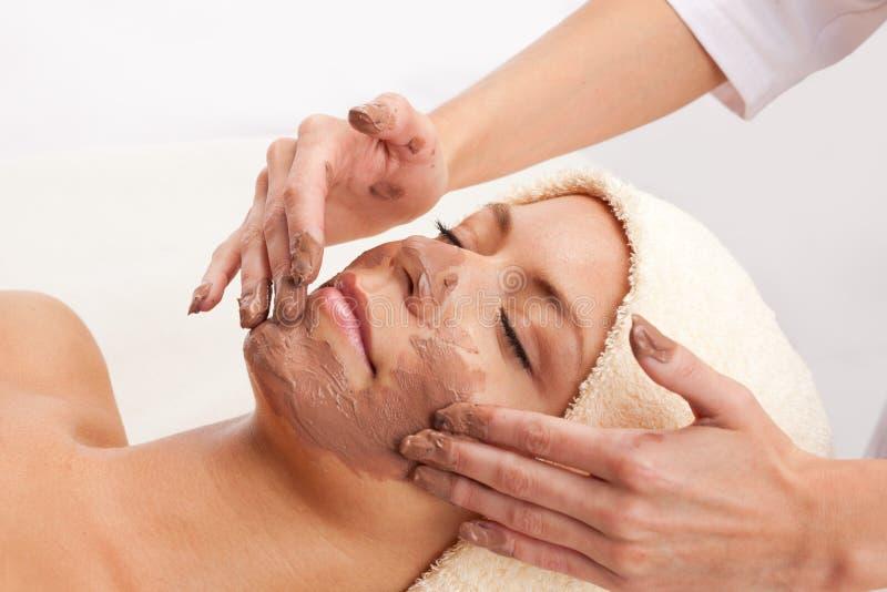 för maskeringskvinna för lera ansikts- barn royaltyfria bilder
