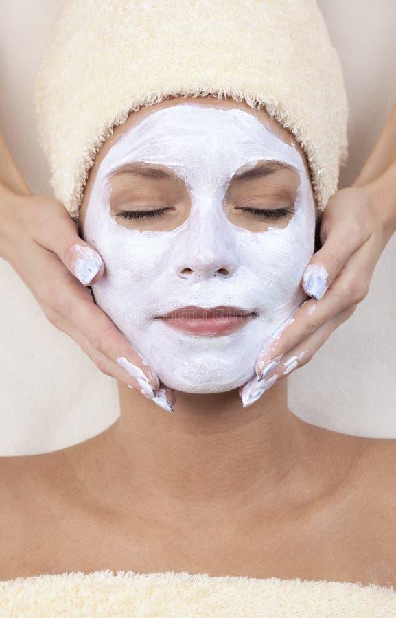 för maskeringskvinna för lera ansikts- barn arkivbild