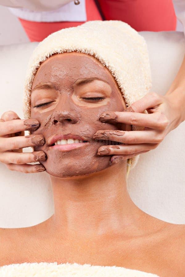 för maskeringskvinna för lera ansikts- barn royaltyfri bild