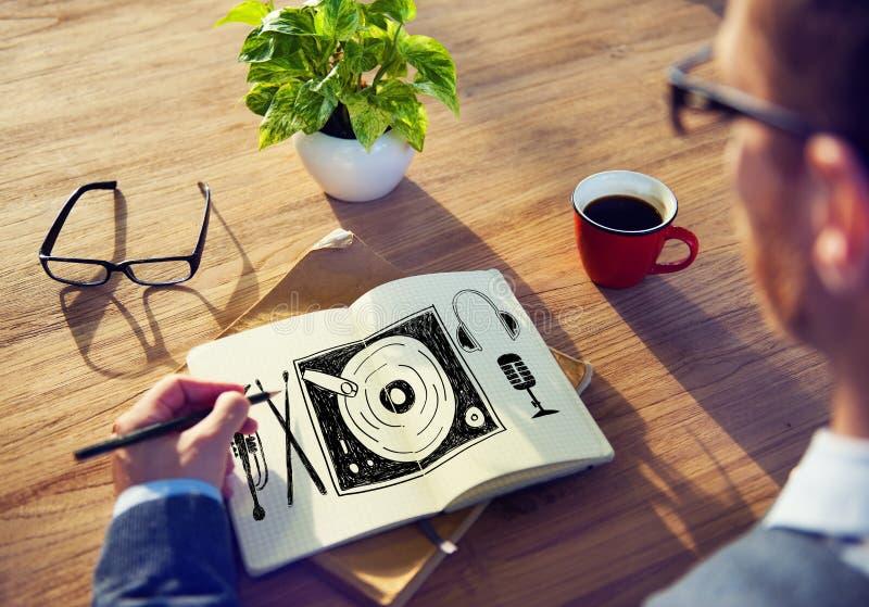För massmediaskivtallrik för musik mång- begrepp för underhållning royaltyfri bild