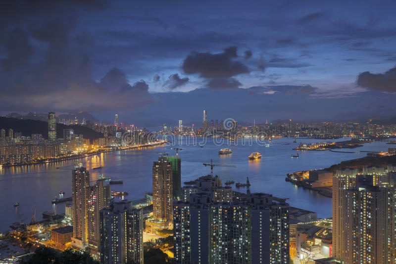 För maximumsikt för jäkel s Hong Kong natt arkivbilder