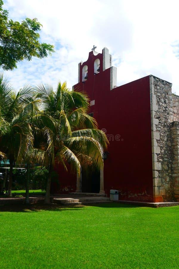 För Merida Churbunacolonial för mexikan kyrklig historia arkitektur royaltyfri bild