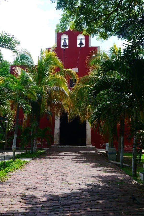 För Merida Churbunacolonial för mexikan kyrklig historia arkitektur fotografering för bildbyråer