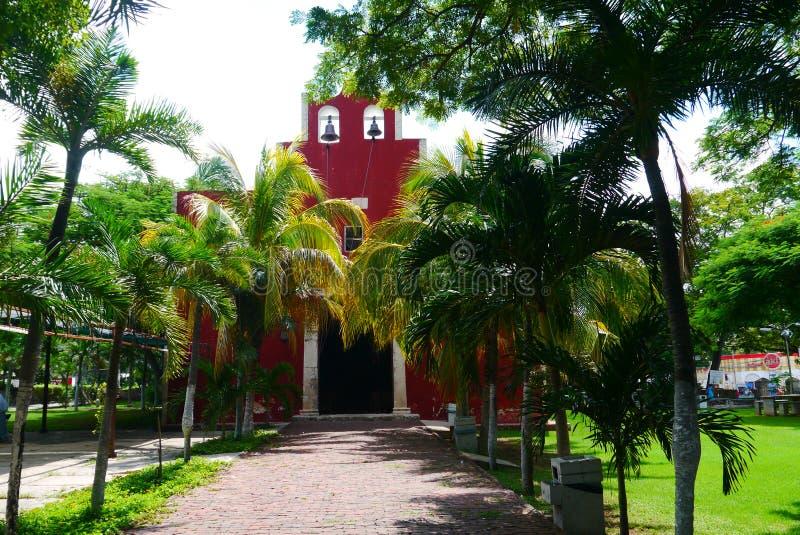 För Merida Churbunacolonial för mexikan kyrklig historia arkitektur arkivbilder