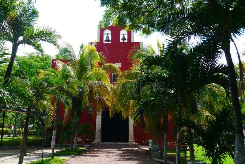 För Merida Churbunacolonial för mexikan kyrklig historia arkitektur royaltyfria foton