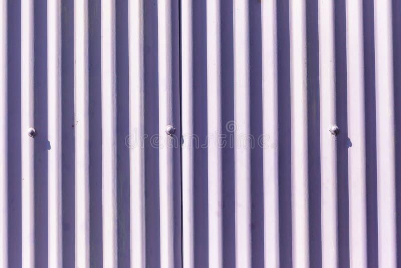 För metallvägg för dekor rödbrun bakgrund arkivbilder