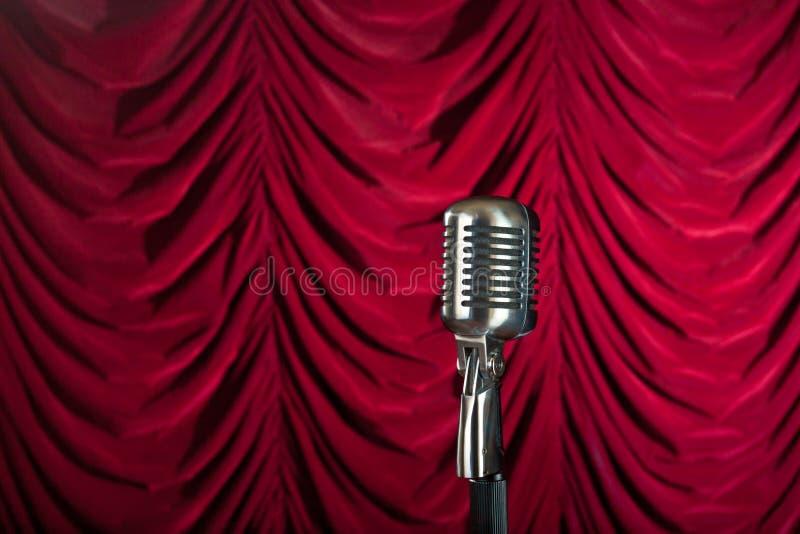 för mikrofonred för gardin främre tappning royaltyfri foto
