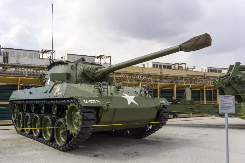 För mmvapen för amerikan 76 Hellcat för motorisk vagn M18 M18 GMC i museet av militär utrustning arkivbilder
