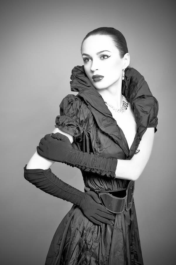 för modeflicka för bakgrund härlig grey royaltyfri foto
