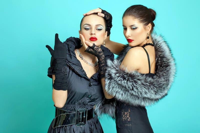 för modeflickor för bakgrund härlig turkos arkivfoto