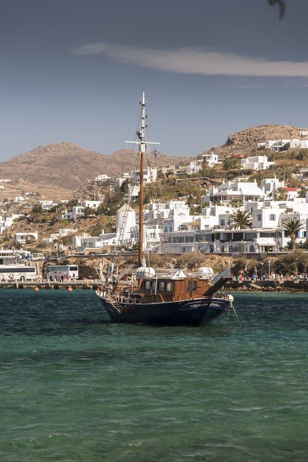 För Mykonos för nöjefartyg hamn Grekland stad royaltyfria foton