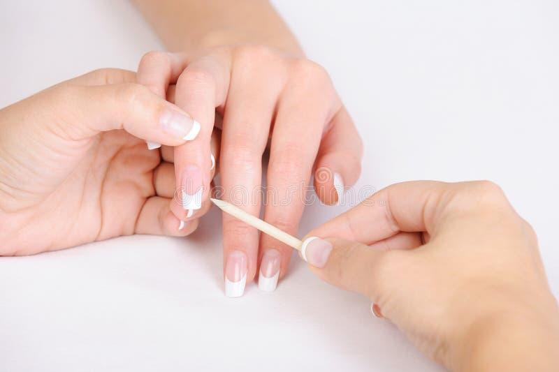 för nagelbandfingrar för cleaning kosmetisk stick royaltyfri foto