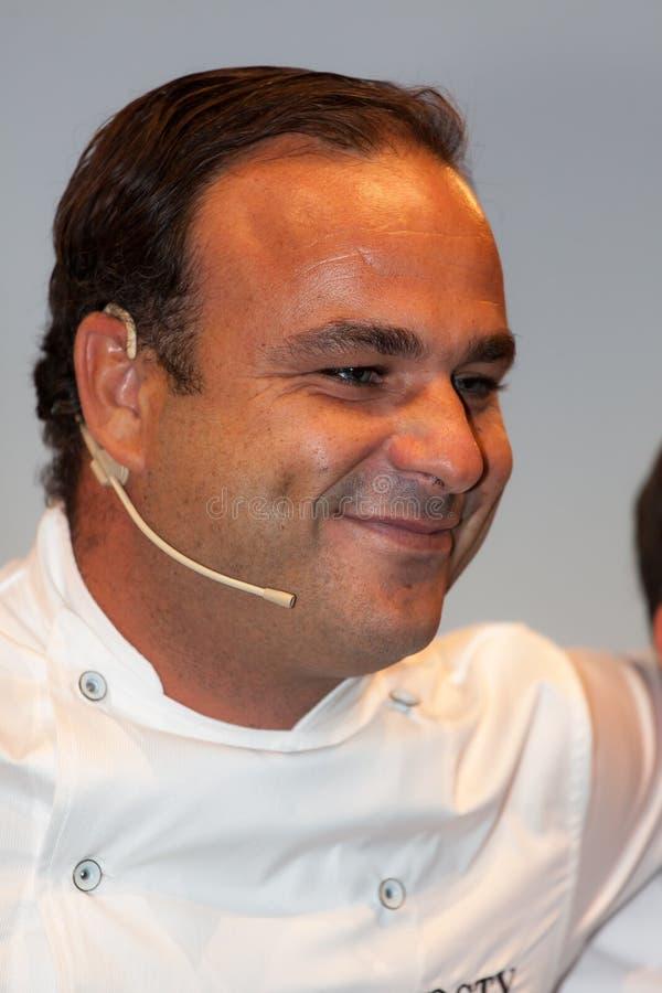 För ngel för kock à Leà ³ n En stjärna Michelin arkivfoton