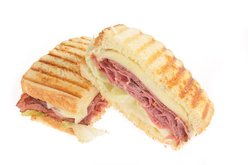 för paninistek för nötkött ost grillad smörgås arkivfoto