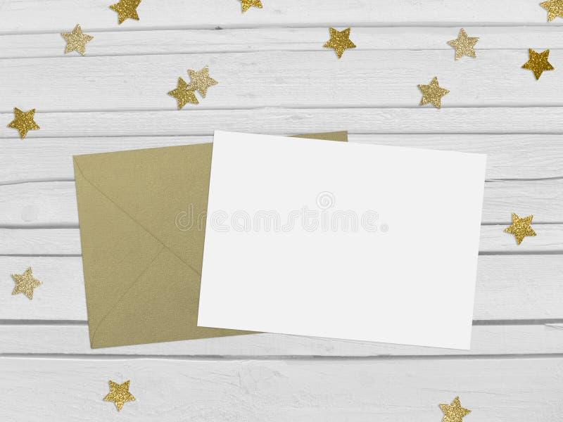 För partimodell för jul, för nytt år plats med guld- stjärnaform som blänker konfettier, tomt papper och kuvert vitt arkivfoto