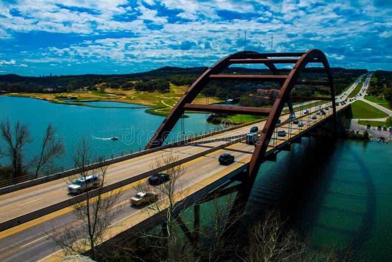 För Pennybacker för 360 bro tid för dag för vinkel för sida bro royaltyfri bild