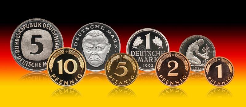 För pfennigfläck för Tyskland tysk uppsättning för mynt, lutningbakgrund arkivbild