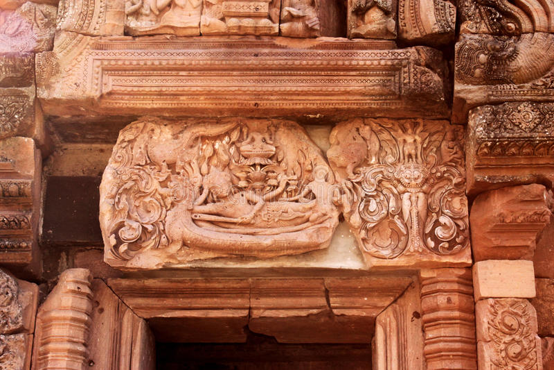 För Phanomrung för Sandstenslott slott historiskt Park i det Buriram landskapet, Thailand Religiösa byggnader som konstrueras av  royaltyfri foto