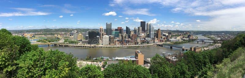 För Pittsburgh Pennsylvania för tre floder panoramautsikt antenn arkivfoton