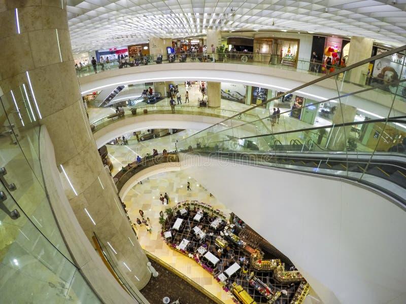 för poland för mittdetaljspegel vägg warsaw shopping arkivfoton