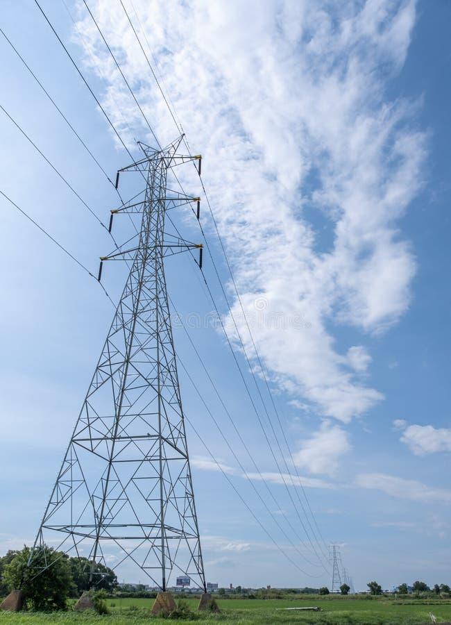 För polelektricitet för spänning hög linje bransch för teknologi för energi för trådmaktkabel arkivfoto