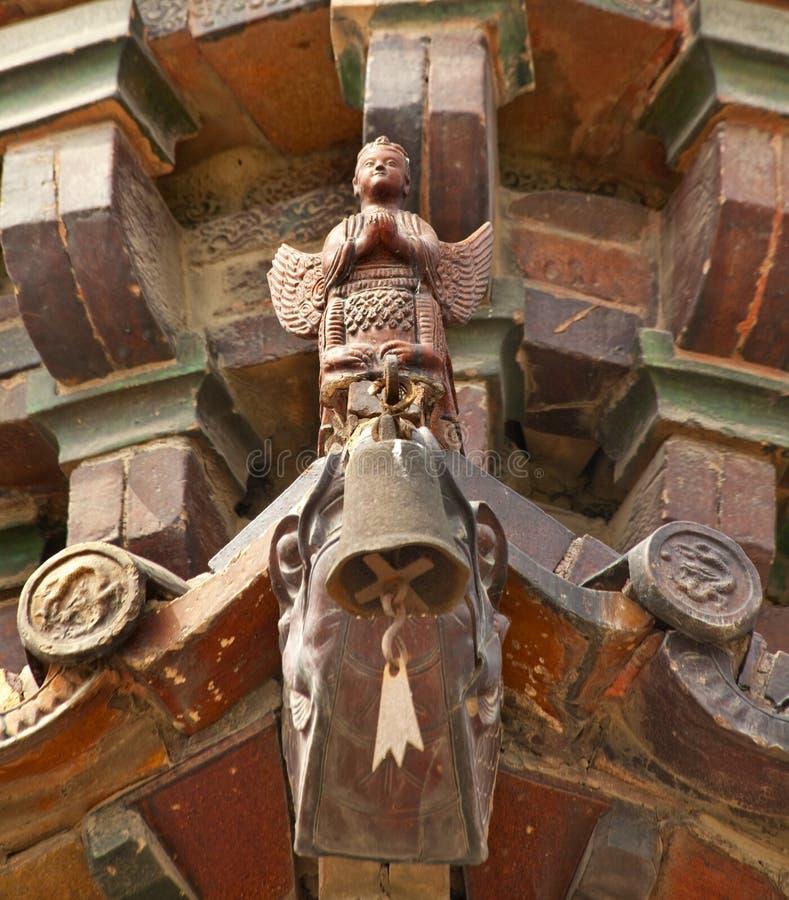 för porslinjärn för forntida ängel buddistisk pagoda fotografering för bildbyråer