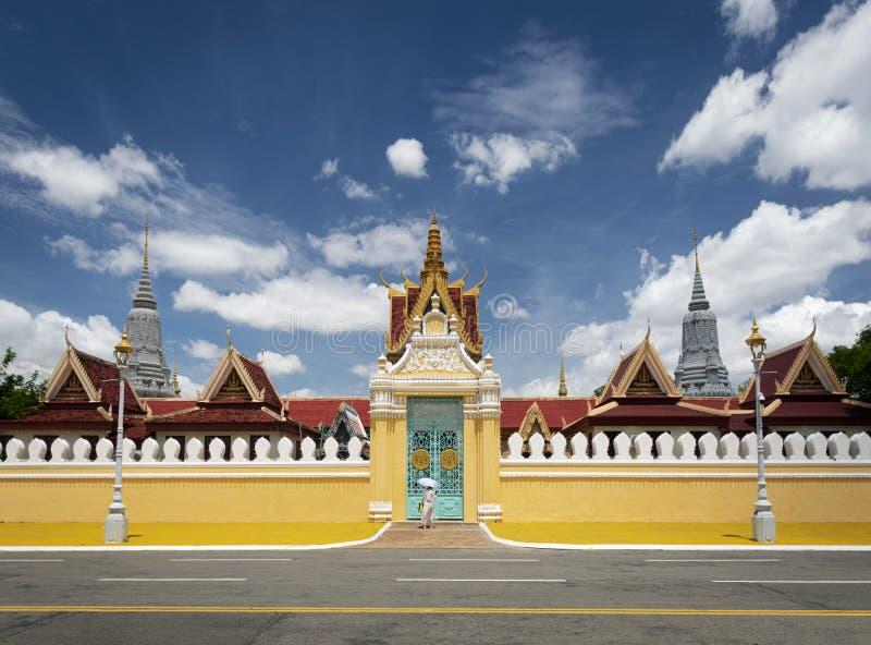För portentance för kunglig slott yttersida i den Phnom Penh staden Kambodja arkivbild