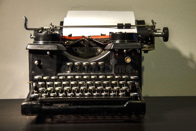 för prydnadpapper för bakgrund geometrisk gammal tappning gammal skrivmaskin arkivbild