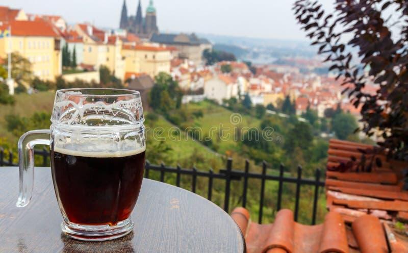 för republiktown för cesky tjeckisk krumlov medeltida gammal sikt Prague Sikt av den Prague slotten från terrassen P arkivfoton