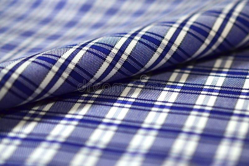För rullband för slut övre mörker - blått och vit scott mönstrar tyg av royaltyfria foton
