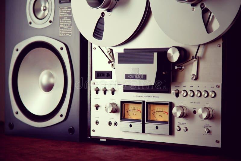 För rullbandspelardäck för parallell stereo öppen apparat för meter för VU för registreringsapparat arkivbild