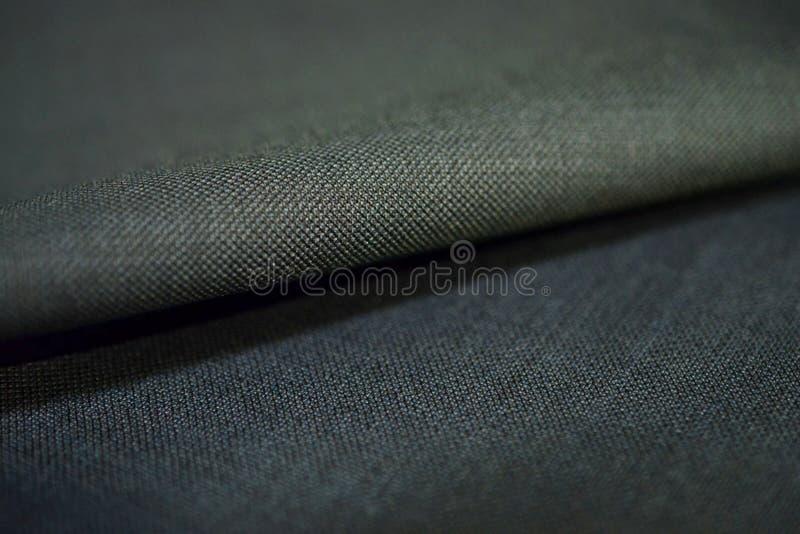 För rullmodell för slut övre tyg för grå färger av dräkten arkivbild