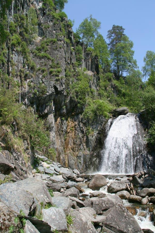för russia för altaikorbulake vattenfall teleckoe arkivbild