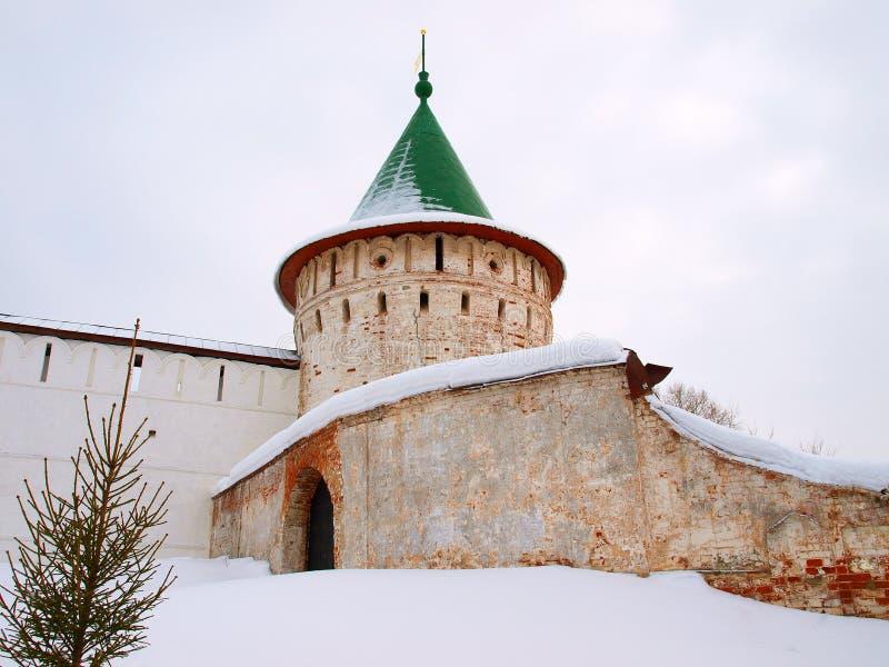 för russia för kloster ortodox vägg torn arkivbild