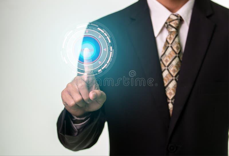 För säkerhetsknapp för affärsman trängande begrepp för internet och för nätverkande fotografering för bildbyråer