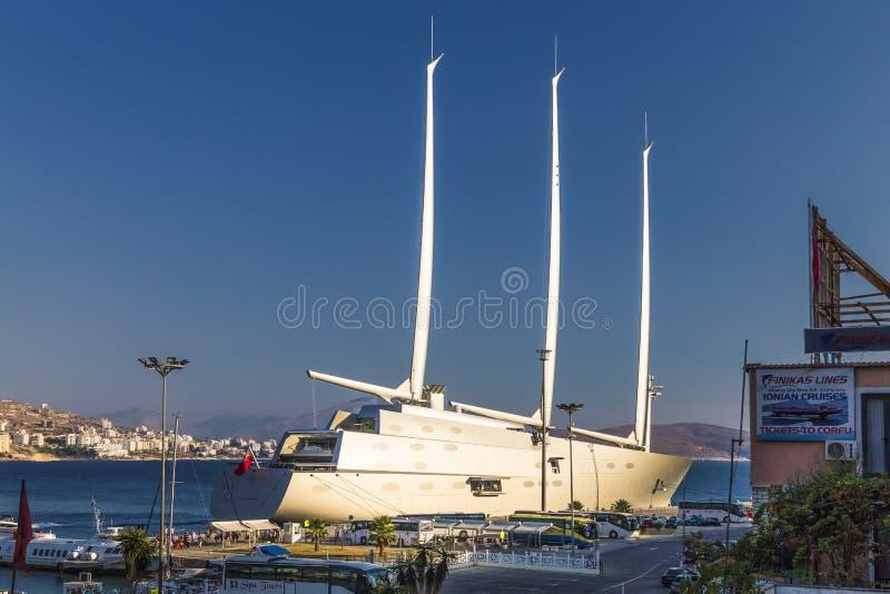 ` För `-seglingyacht A, SYA, en av biggеstseglingen seglar i världen arkivfoton