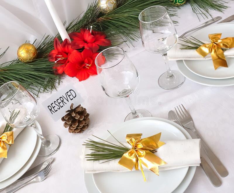 för servingtabell för jul nytt år royaltyfria bilder