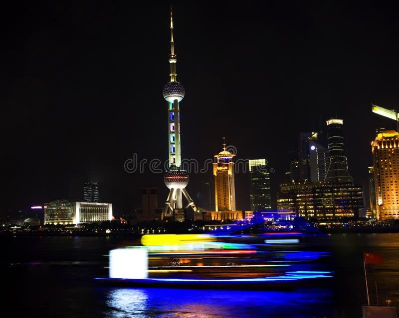 för shanghai för pudong för porslinhotellnatt tv torn royaltyfri bild