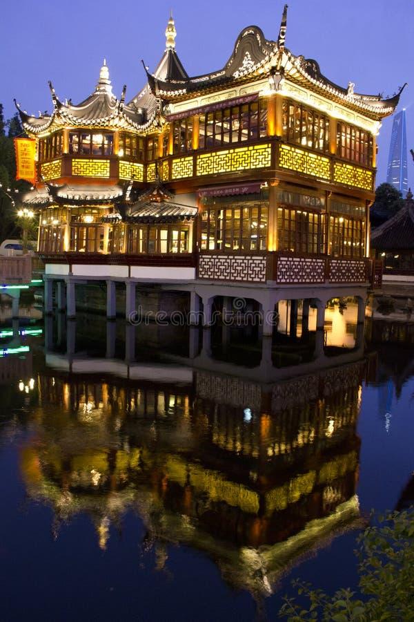 för shanghai för stadsgudnatt sikt tempel arkivbilder