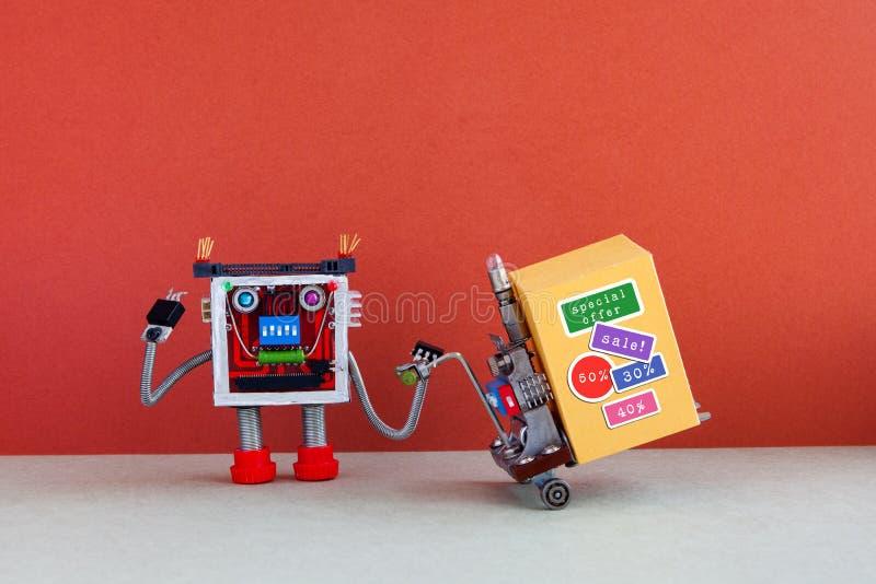 För shoppingvagn för rolig robot flyttande stor gul ask med rabatten som annonserar klistermärkear Affisch för befordran för spec arkivfoto