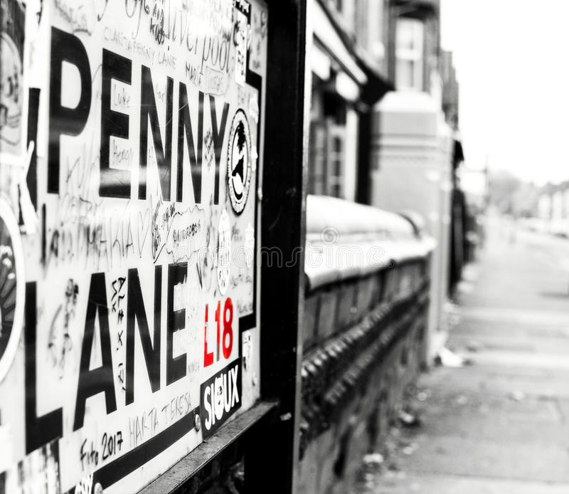 FÖR SIKT EN ENCENTMYNTGRÄND NER, LIVERPOOL, ENGLAND fotografering för bildbyråer