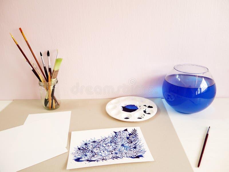 För siktsvattenfärg för konstnär skrivbords- design för teckning för hand för målning fotografering för bildbyråer