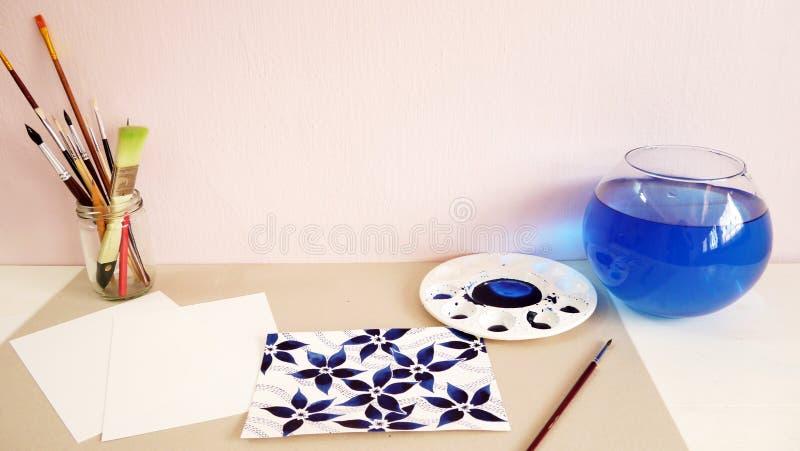 För siktsvattenfärg för konstnär skrivbords- design för teckning för hand för målning arkivfoton